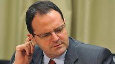 """""""Se Barbosa não detalhar planos, dá munição a ataques especulativos"""" - http://brasil.elpais.com/brasil/2015/12/03/economia/1449179238_736474.html#?ref=rss&format=simple&link=link"""