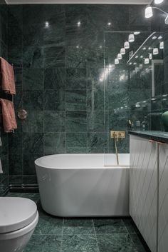 green marble tiles covering the whole bathroom make it a refined and a bit moody space Green Marble Bathroom, Marble Tiles, Small Bathroom, Marble Bathrooms, Bad Inspiration, Bathroom Inspiration, Dream Bathrooms, Amazing Bathrooms, Tadelakt
