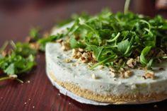 Cheesecake salé: courgettes, noix, sésame, et herbes...