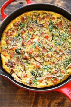 Bacon mushroom spinach frittata. This recipe is so quick, so easy and so perfect as a quick weeknight dinner or fancy brunch!
