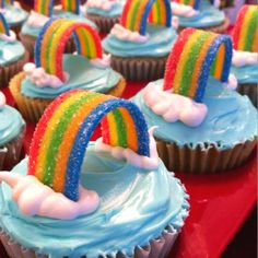 Cupcakes, wow! We love our rainbow stuff but these even look easy enough to make!