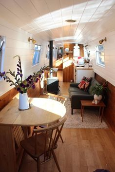 Houseboat Interiors Ideas - The Urban Interior Tiny Living, Living Spaces, Compact Living, Canal Boat Interior, Narrowboat Interiors, Houseboat Living, Houseboat Ideas, Floating House, Tiny House Movement