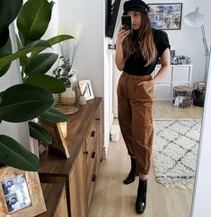 Trouser Outfits, Jean Outfits, Casual Outfits, Pantalon Slouchy, Work Wear, Autumn Fashion, Autumn Style, Street Style, Style Inspiration