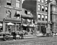 Birthplace of Old Glory: 1900 Betsy Ross House on Arch Street All of the historic buildings in this area were congested and surrounded by buildings put up through the years. In the it was all cleared out and now the entire area is beautiful. Old Time Photos, Old Pictures, Arch Street, Street View, Main Street, Historic Philadelphia, Germantown Philadelphia, Philadelphia History, Shorpy Historical Photos