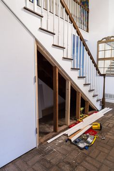 How to create a hidden closet under a staircase complete with a hidden door to have easy access to the contents of the closet Staircase Storage, Stair Storage, Staircase Design, Closet Storage, Hidden Storage, Diy Storage, Closet Under Stairs, Under Stairs Cupboard, Basement Stairs