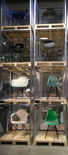 Eames Plastic Chairs von Charles & Ray Eames, 1950 Die Eames Plastic Chairs gibt es nun in neuer Höhe und neuen Farben! Vitra hat die Untergestelle der Eames Plastic Chairs DSX, DAX, DSR, DAR, DSW und DAW um 20 mm erhöht und somit den aktuellen Bedürfnissen an komfortables Sitzen angepasst.