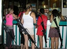 And Israel's highly qualified IDF soldiers also know how to relax .In Israel, no one complains about the open carry of rifles Open Carry, Carry On, Israel Facts, Syria News, Idf Women, Jewish Girl, Tag Image, Female Soldier, Military Women