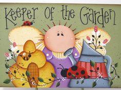 Ángel del jardín con riego puede, abeja, Lady Bug, signo de madera pintado a mano, estante Sitter
