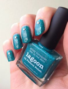 http://www.emotion-wizard.com/2014/01/lagoon-de-picture-polish.html lagoon picture polish nails nail polish green
