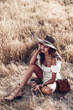 The VivaLuxury Staples Favorites Portrait Photography Poses, Photography Poses Women, Portrait Poses, Photo Poses, Girl Photography, Fashion Photography, Photo Shoots, Children Photography, Foto Cowgirl