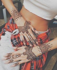 99 Beautiful Henna Tattoo Ideas For Girls To Try At least Once Henna Mehndi, Arte Mehndi, Mehndi Tattoo, Henna Art, Mandala Tattoo, Henna Tattoos, Tattoo Ink, Hand Henna, Hand Tatto