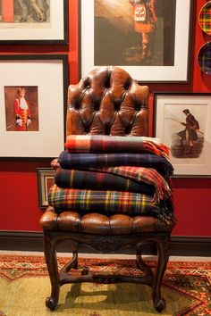 🌟Tante S!fr@ loves this📌🌟Classic style, Classic life, Classic mind Scottish Decor, Scottish Plaid, Scottish Tartans, Tartan Decor, Tartan Plaid, Tartan Throws, Restaurant Bar, Tartan Christmas, Houses