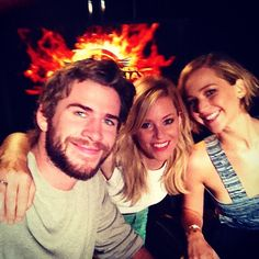 Jennifer Lawrence, Liam Hemsworth and Elizabeth Banks are celebrating the 100 day countdown to The hunger games : Mockingjay Part 1!