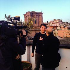 Un'intervista sulla bellissima terrazza.