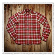 Das 1937 Roamer Shirt basiert auf einem amerikanischen Arbeitshemd der späten 30er Jahre. Wie auch das Original bietet es dem Träger einen hohen Komfort durch den geräumigen Schnitt. Ein weiteres Detail des 1937 Roamer Shirts ist die...