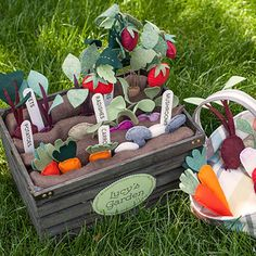 Make your own cute felt veggie garden with these templates and tutorial. Gorgeous!