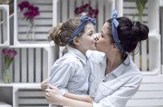 Jak krople wody :) zdjęcia z sesji MiniMe z okazji Dnia Matki. Mama i córka - koszule własność prywatna, opaski - Carry
