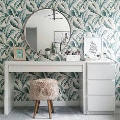 Don't be afraid to take a risk with your favorite printed wallpaper. Home Bedroom, Bedroom Decor, Bedroom Ideas, Bedrooms, Master Bedroom, New Room, Home Design, Design Ideas, Interior Design Living Room