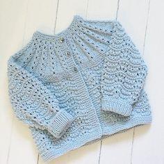 """364 Likes, 27 Comments - Aina (@strikke_glede) on Instagram: """"Babyjakke Har lagt min elsk på dette mønsteret, så nå vurderer jeg sterkt å forstørre denne til…"""""""