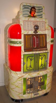 Vintage Juke Box by Rock-ola 1941 Lps, Vintage Music, Retro Vintage, Jukebox, Rock And Roll, Radio Antigua, Music Machine, Soda Fountain, Record Players