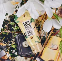 Neben Kokos ist Vanille mein Liebster Duft 🥰 deshalb konnte ich auch an der 2. Variante der #ShakeBase von @183_days nicht vorbeigehen 🙈 dieser #FacePrimer spendet gut Feuchtigkeit 💦 und fühlt sich sehr leicht auf der Haut an 👌🏼 www.bibifashionable.at 📸📄📱 #bibifashionable #183days #drogerie #faceprimer #hydration #vanilla
