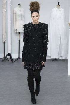 The complete Chanel Fall 2016 Couture fashion show now on Vogue Runway.