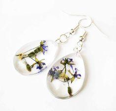 Slzové náušnice zo živice s fialovými kvetmi