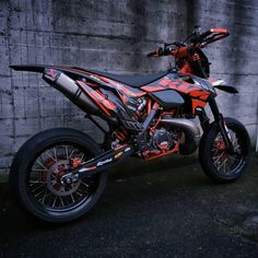 Learning to ride a bike is no big deal. Learning the best ways to keep your bike from breaking down can be just as simple. Ktm Supermoto, Ktm 690 Enduro, Ktm Dirt Bikes, Ktm Motorcycles, Dirt Bike Gear, Motorcross Bike, Enduro Motorcycle, Motocross Maschinen, Moto Ktm