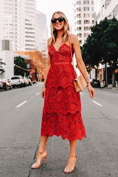 Best guest wedding dresses to inspire! Collection of summer, fall, spring, and winter dresses for women. Looking for style inspiration for wedding guest outfit for church wedding or formal wedding guest dresses or beach wedding or specific dress code? We have you covered with sleeves, lace, maxi dresses, midi dress, floral, colorful, mini dress, long wedding guest dresses. #weddingdresses #weddingguestattire #guestoutfit #women's style #weddingguestoutfit #weddingoutfit… How To Dress For A Wedding, Best Wedding Guest Dresses, Wedding Guest Looks, Dress Wedding, Wedding Lace, Wedding Summer, Wedding Guest Fashion, Spring Weddings, Orange Wedding