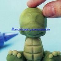 Tortuga bebe en porcelana fria6