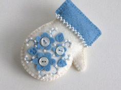 Love! Felt mitten ornaments by MarylinJ