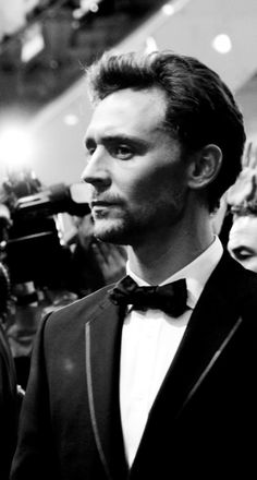Tom Hiddleston...... Gosh, he looks like an old-fashioned movie star. <3 <3