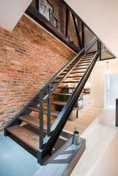 Onze trap zo maken Railing Ideas, Railing Design, Staircase Ideas, Staircase Remodel, Staircase Design, Modern Staircase, Industrial Stairs, Industrial Interiors, Industrial Living