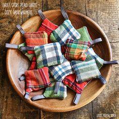 Thrift Store Remake – Handwärmer - Fabric Crafts To Sell Thrift Store Crafts, Crafts To Sell, Diy Crafts, Fabric Crafts, Sewing Crafts, Sewing Projects, Diy Projects, Little Presents, Craft Fairs