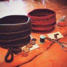 Processus de création de chapeaux en laine bouillie.