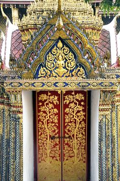 "Bangkok's Grand Palace is the epitome of the world grand. It's the king of all palaces, the fairest of them all. Plus, it's kind of massive. We have been to a lot of royal palaces and temples all over Asia, so I may have had a bit of a ""been there, done that"" attitude when [...]"