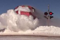 Espectaculares imágenes de un #tren borrando la #nieve de las vías en #Canadá #snow #train