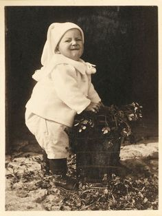 vintage baby photos | Free Vintage Clip Art – Old Pictures – Funny Babies