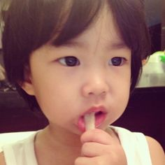Tablo and Kang Hye Jung reveal their daughter Haru Kang Hye Jung, Lee Haru, Hello To Myself, Reality Tv Shows, Celebs, Celebrities, Yg Entertainment, My Baby Girl, Say Hello