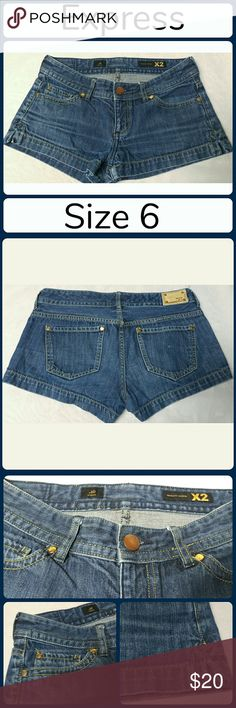 "Sz 6 Jean Shorts, Express Stella Super cute and a perfect wardrobe staple! Excellent pre worn condition! 100% Cotton..  Waist 30"", Inseam 2"", Rise 8"" No rips, tears, or stains.... From a smoke-free, dog friendly home, No trades and no off-site transactions! (J115) Express Shorts Jean Shorts"