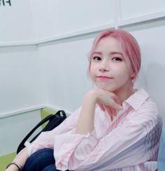 "fy-yongsun: Solar's Daily Memo : ""Is it real that we won today too…"" (trans) "" Solar Moon, Sun Solar, Mamamoo Solar, Kpop Girl Groups, Korean Girl Groups, Kpop Girls, Kim Young, Yongin, Just Girl Things"