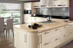 krem rengi mutfak ornekleri dolap tezgah ve duvar rengi uyumu modern country klasik mutfaklar (2)