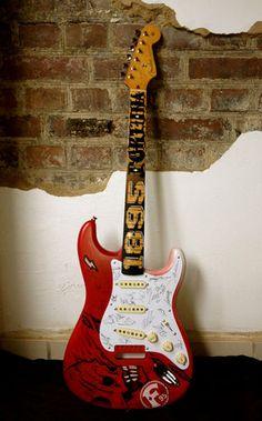 Dem Schack Norris seine Fender Fortuna Düsseldorf Aufstiegsmannschafts Gitarre
