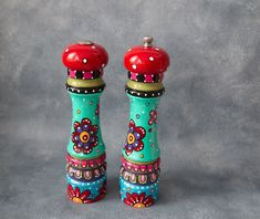 Hand painted Pepper Mill & salt Shaker OOAK Whimsical Flowers and Dots Funky Painted Furniture, Painted Chairs, Painted Tables, Hand Painting Art, Diy Painting, Painted Candlesticks, Porch Paint, Pottery Painting Designs, Boho Decor