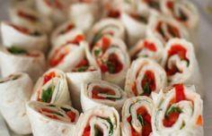 Wraps gevuld met een laagje kruidenkaas, rucola en paprika.