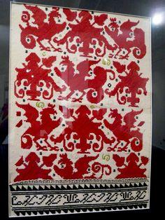 Везан ръкав на женска риза от Бистрица, XIX век / An embroidered sleeve of female chemise from Bistritsa, 19th century