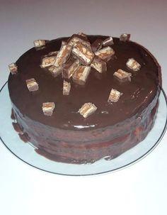 TORT SNICKERS | Diva in bucatarie Tiramisu, Diva, Cake, Ethnic Recipes, Desserts, Food, Tailgate Desserts, Deserts, Food Cakes