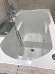 Das Chagoi Bath Deep Soaking Bath von Essential Bathing ltd Japanese Bath House, Japanese Soaking Tubs, Deep Soaking Tub, Bathtubs For Small Bathrooms, Amazing Bathrooms, Tub Shower Combo, Shower Tub, Bathroom Renos, Bathroom Renovations