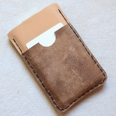 isly gifts for guys - handmade leather wallet tutorial Diy Leather Iphone Case, Diy Phone Case, Iphone Cases, Iphone Wallet, Iphone Holder, Diy Case, Handmade Gifts For Men, Diy For Men, Handmade Leather Wallet