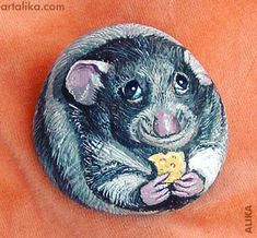 Hand painted rock ( stone) Rat with cheese Painted Pavers, Painted Rocks Craft, Hand Painted Rocks, Painted Stones, Painted Pebbles, Pebble Painting, Pebble Art, Stone Painting, Rock Painting